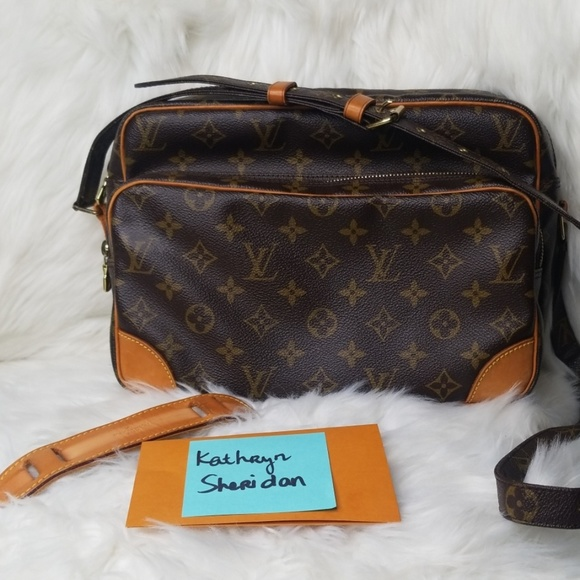 Louis Vuitton Handbags - LOUIS VUITTON VINTAGE MONOGRAM CROSSBODY BAG